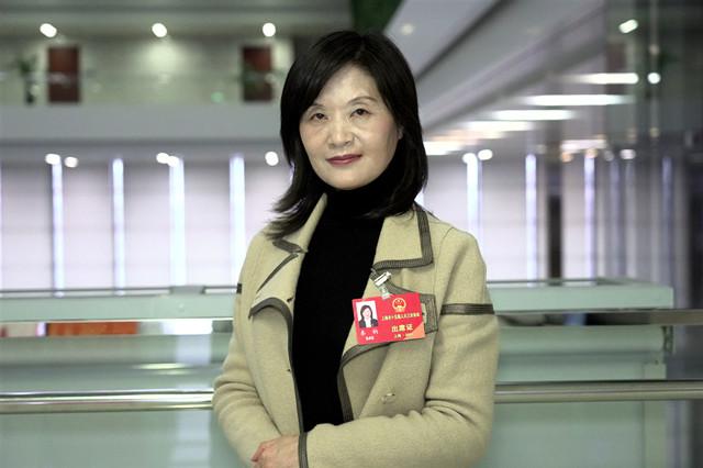 """关注青少年心理健康,上海计划打造""""家长学校"""" 青听两会"""